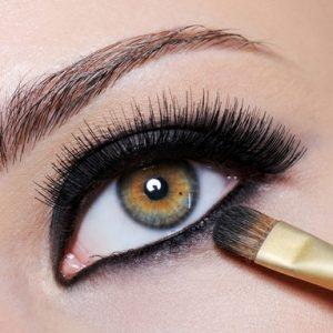 080109-eyeliner-for-oily-lids