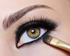 83443-240x191-Applying_black_eyeliner