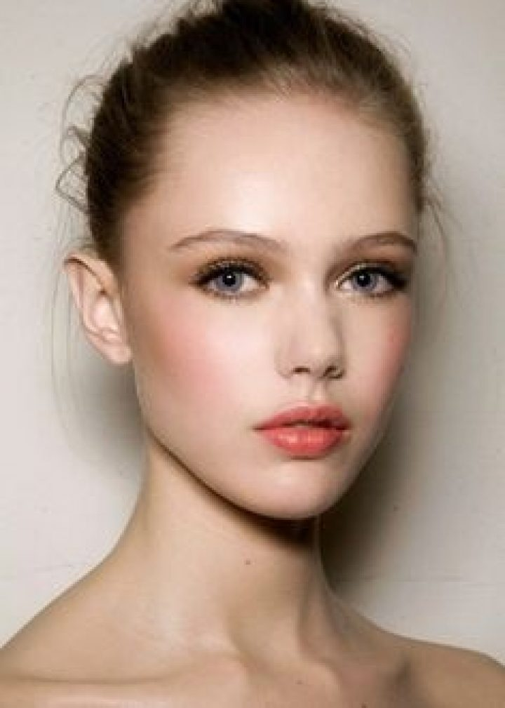 ¿Cómo aplicar una base de maquillaje?
